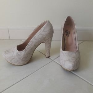 Calgados Brethany Shoes - Animal Print Cream Color Shoes Size 7